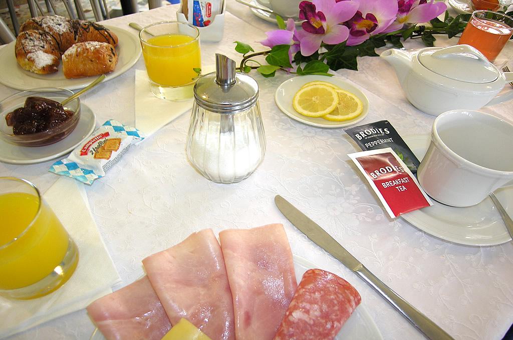 Frühstück in unserem Hotel